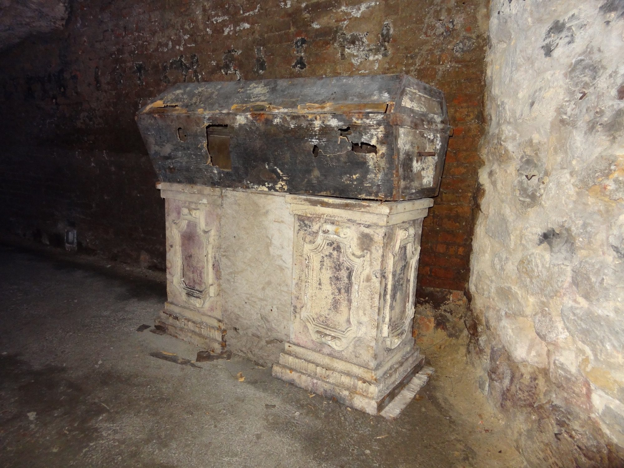 Buda Castle District Labirintus Coffin