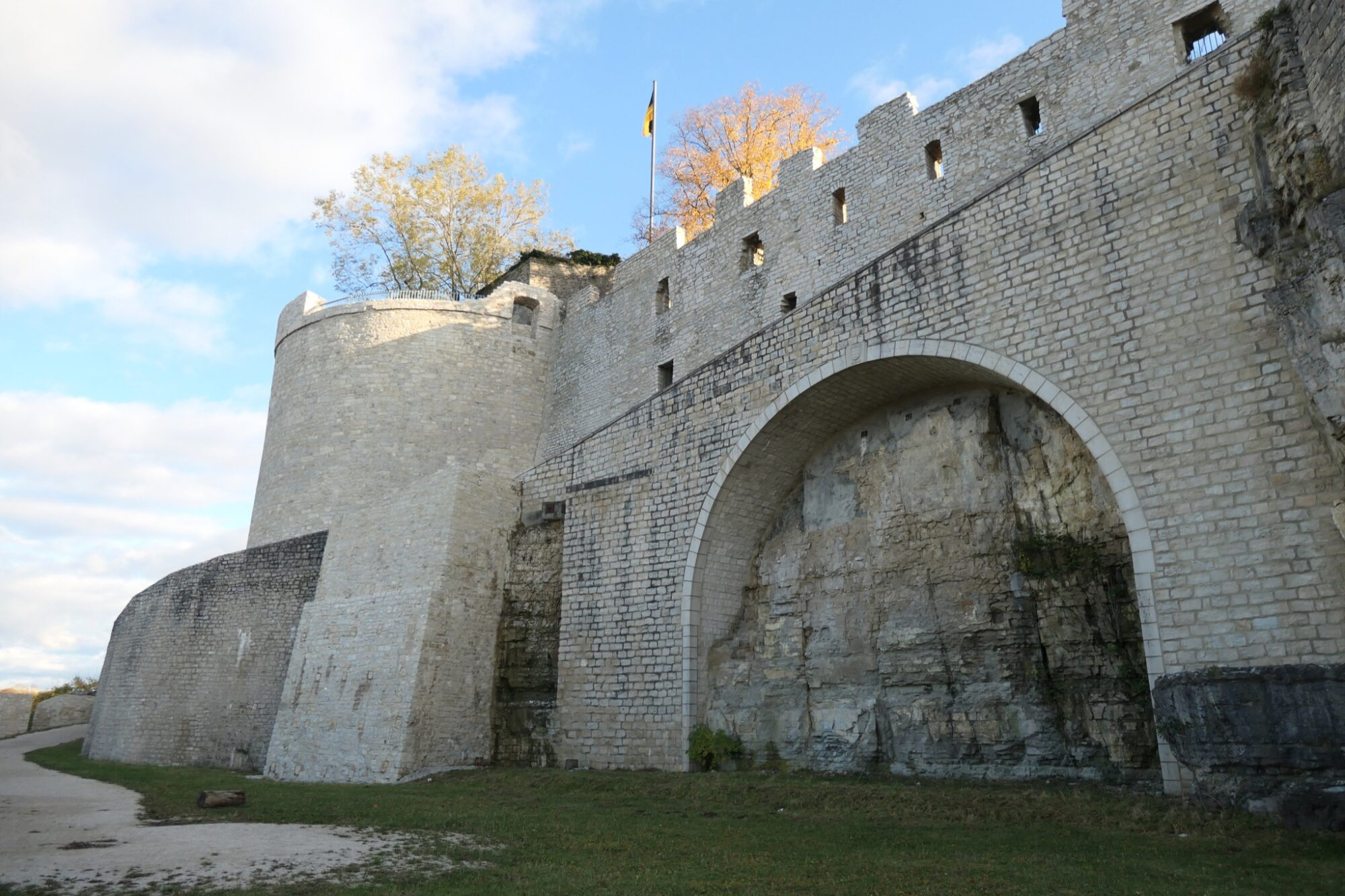 Arched bridge that leads from the outer bailey into castle Hohenneuffen.