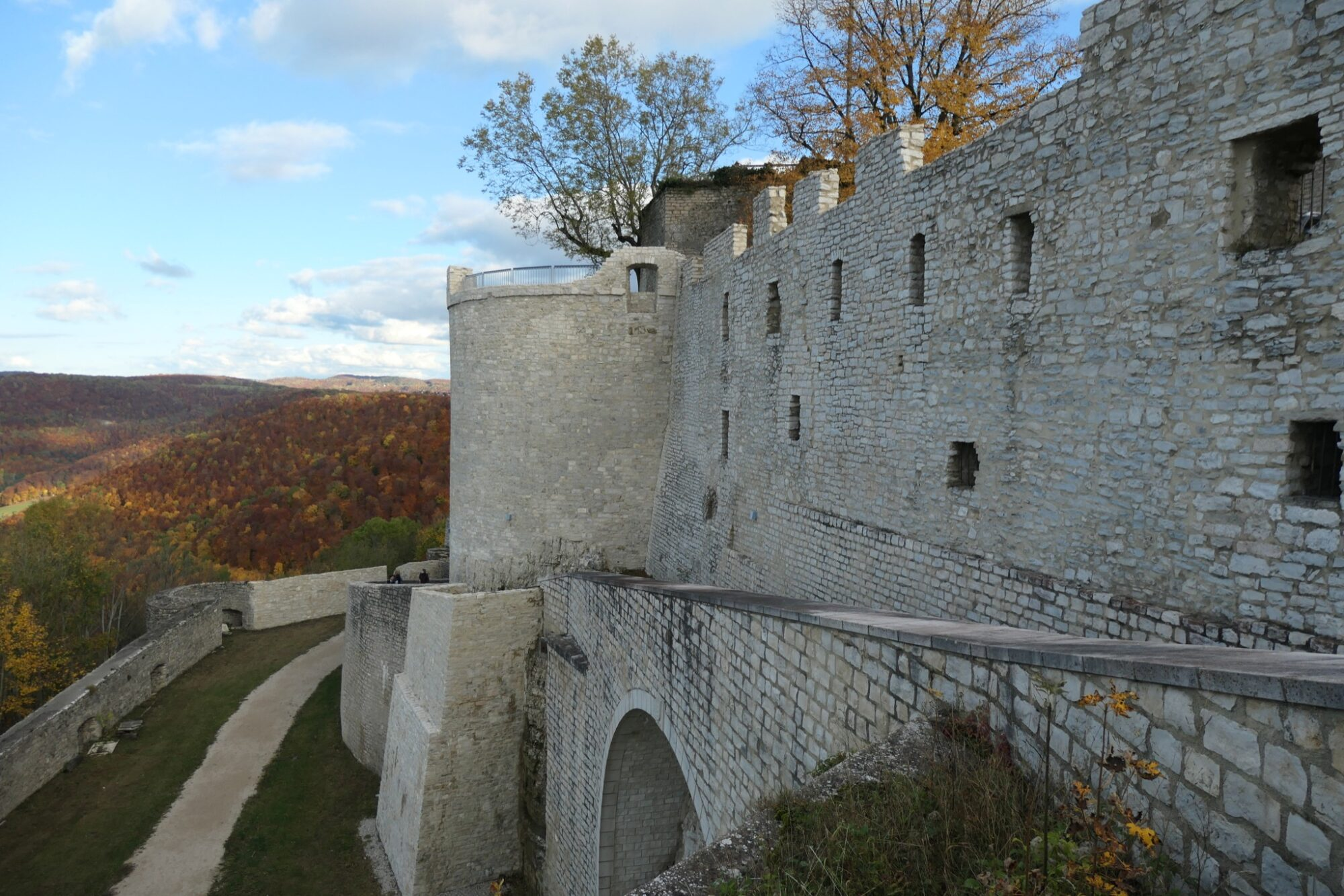 The outer bailey of the ruined castle Hohenneuffen.