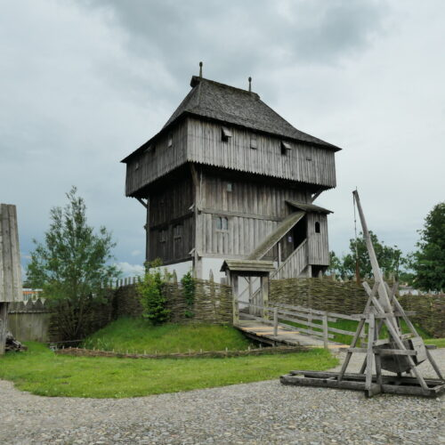 Trebuchet in front of the timber keep.