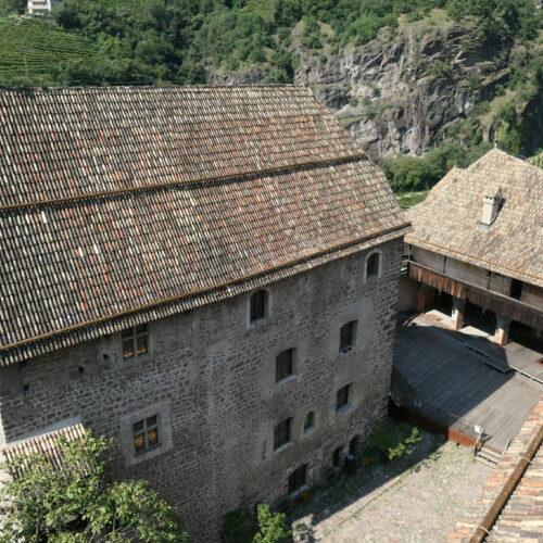 Looking down from castle Runkelsteins donjon.